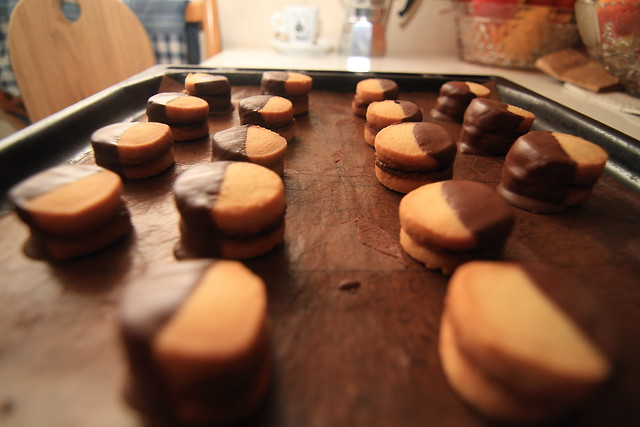 Karamele pertepti trapūs sausainiai su šokoladu