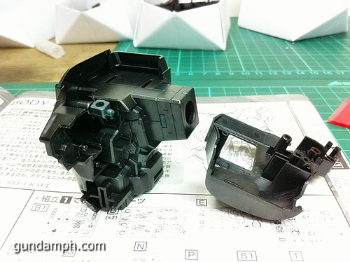 MG Sazabi Metallic Coating (Titanium-Like Finish) (15)