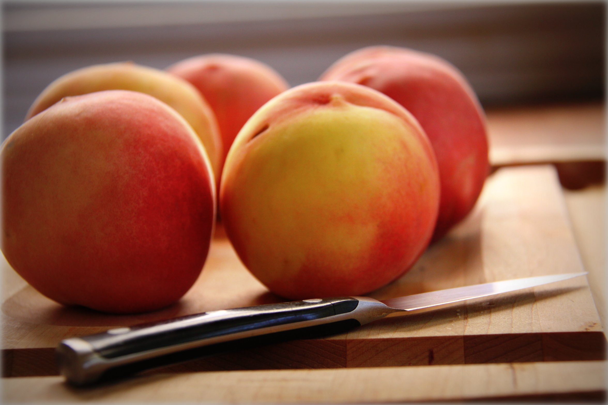 peaches and knife