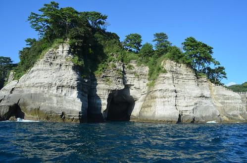 船で入る洞窟