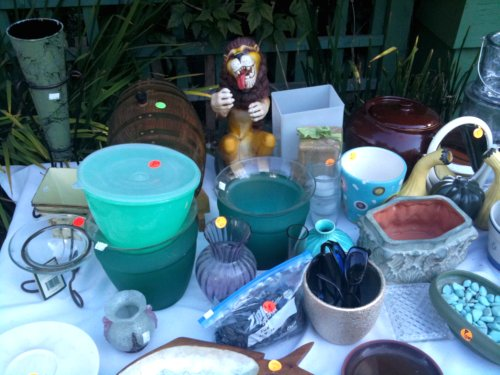 Vases, lion, tupperware