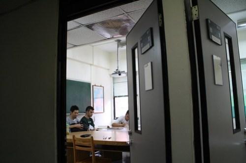 [台湾2.5] 小さい声でニーハオと言って教室に入るTAKA