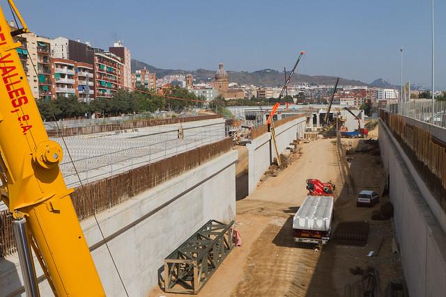 Sector Triangle Ferroviari - Detalle en el suelo de la antigua columna que aguntaba la pasarela para peatones - 23-08-11