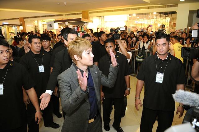 Kim Hyun Joong arrives at Trinoma