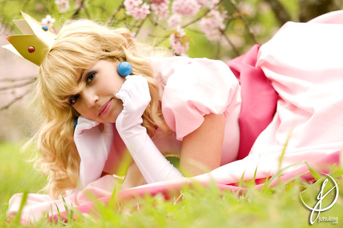 Peach in Pink Cosplay