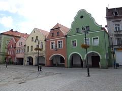 Kamienice z podcieniami na rynku w Leśnej by Polek