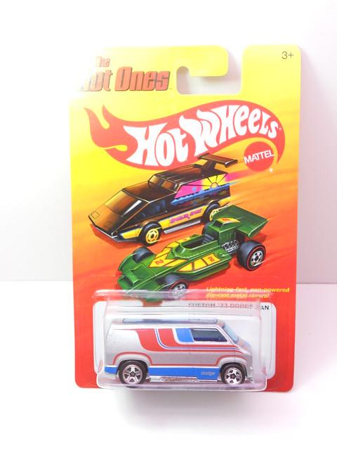 hot wheels hot ones custom '77 dodge van silver (1)