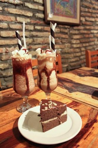 Lattecino Mocha and Frozen Rocha Mocha at Cafe Uno