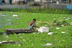 Dhaka surviving by collecting rubbish