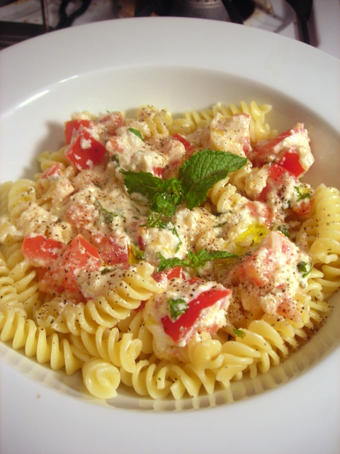 Pasta with cow's milk ricotta cheese, plum tomato, extra-virgin olive oil and mint