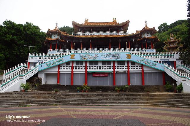 這是忠烈祠旁的台東龍鳳佛堂,據說也是台東的地標景觀之一。