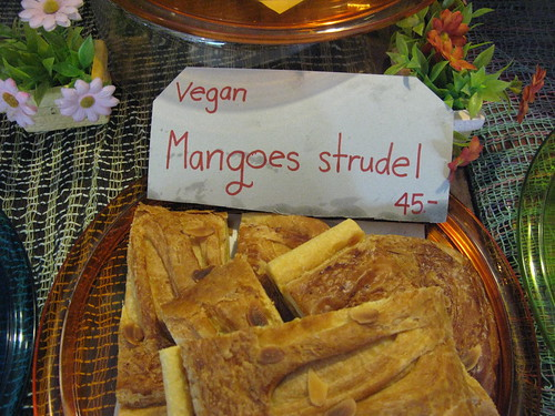 vegan mangoes strudel