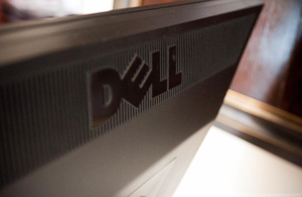 Dell UltraSharp U2311H (2 of 3)
