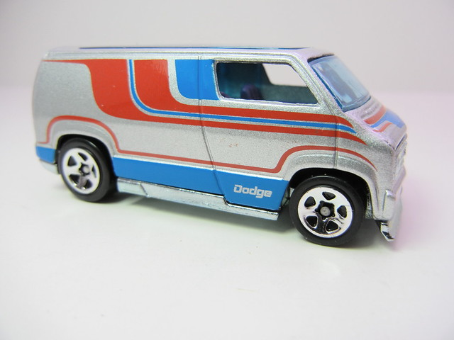 hot wheels hot ones custom '77 dodge van silver (2)