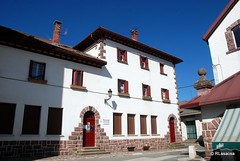 Casa consistorial de Burguete