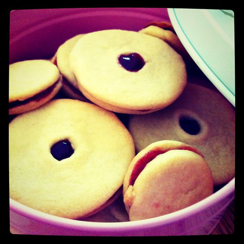 Oh my! My 1st jam-filled shortbread biscuits look gigantic! On the plus side: They're yummy! :-)