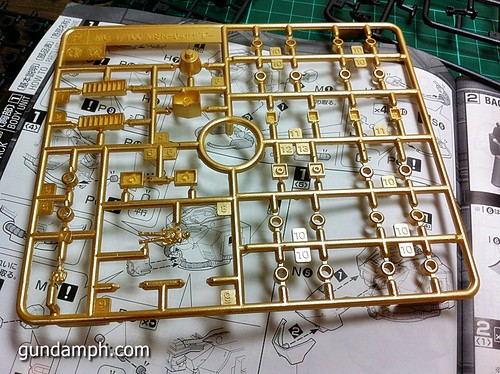 MG Sazabi Metallic Coating (Titanium-Like Finish) (19)
