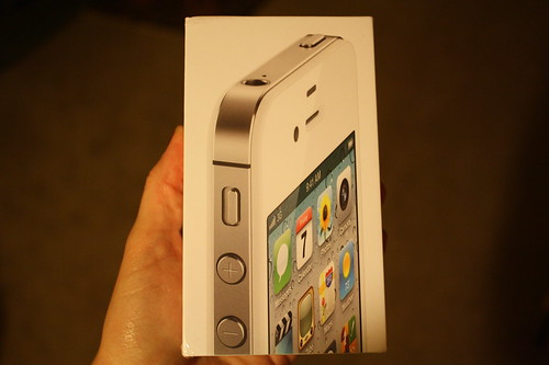 iPhone 4S box front