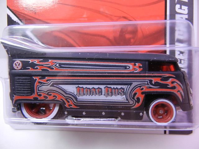2011 HOT WHEELS GARAGE 30 CAR SET VOLKSWAGEN DRAG BUS (2)