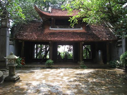 Hùng Temple in Việt Trì by Carlos F. Domingo