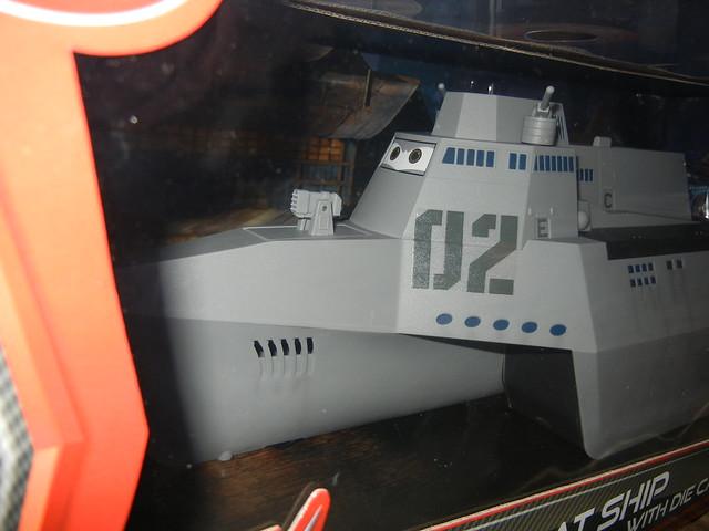 disney store cars 2 combat ship case (4)