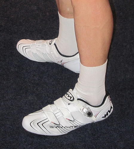 road canon cycling shoes cyclist legs evolution sbs northwave s95