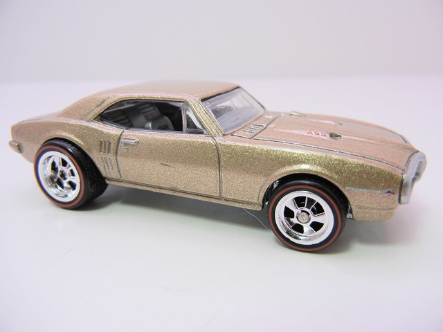 2011 HOT WHEELS GARAGE 30 CAR SET '67 PONTIAC FIREBIRD 400