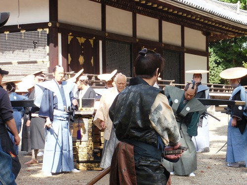 Satomi Kōtarō center, with Azuma Mikihisa and Matoba Kōji