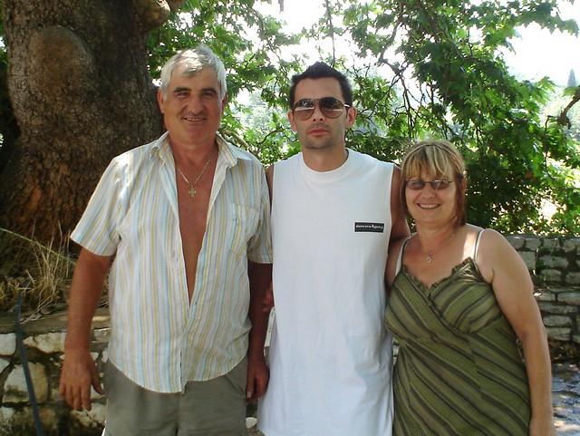 Ο Jean Pierre Falone με την μητέρα του Ελένη και τον θείο του Νούλη.