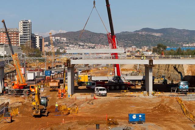Colocación de las vigas del puente sustituto del puente del Treball - 09-11-11
