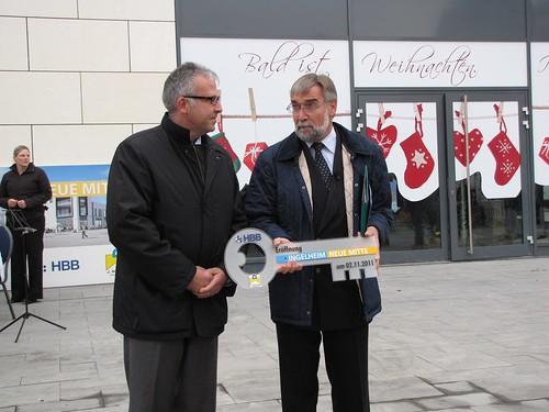 Neue Mitte Ingelheim: OB Gerhard bei Schlüsselübergabe