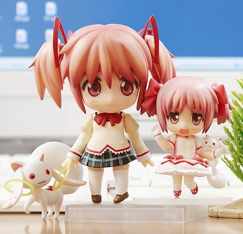 Nendoroid Kaname Madoka vs her Petit counterpart
