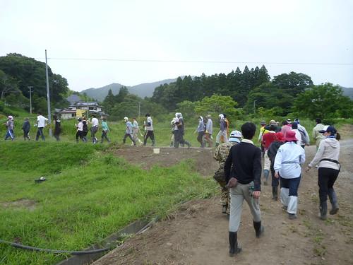 地震のため高台のお寺に避難, 瓦礫撤去ボランティア(陸前高田市小友町) Japan Quake Reconstruction Volunteer at Rikuzentakata, Iwate pref.