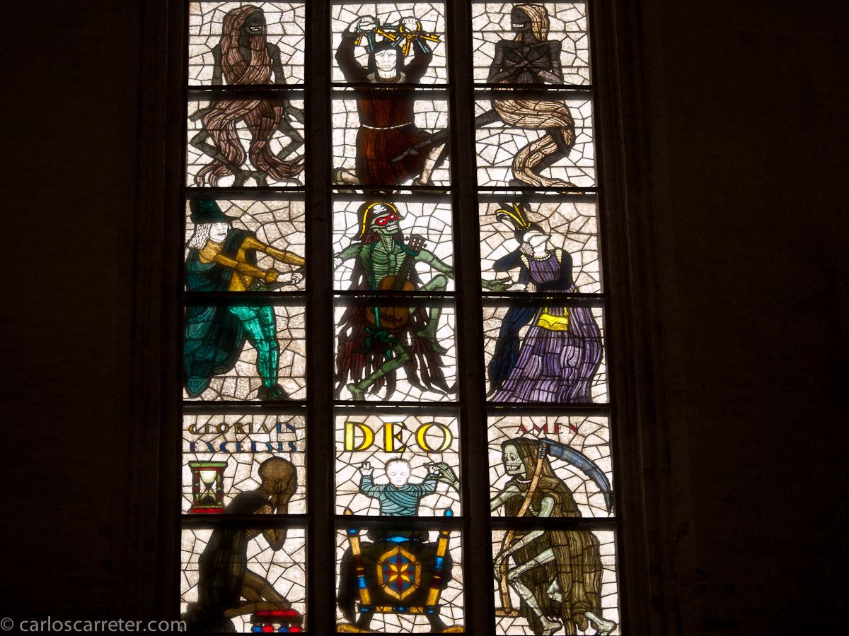 Vidrieras con la danza de los muertos (Marienkirche)