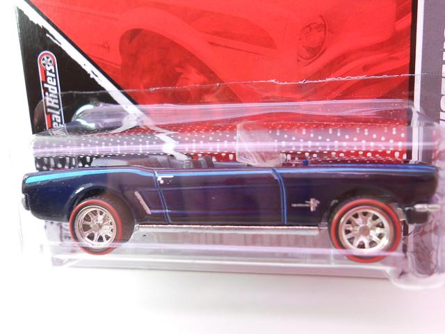hot wheels garage  '65 ford mustang convertible (2)