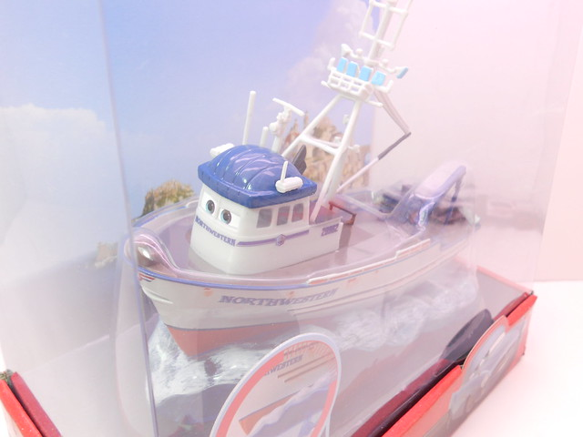 disney store cars 2 crabby the boat (2)