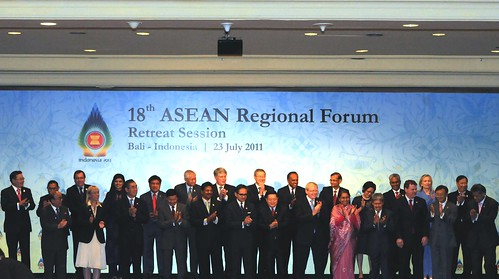 Secretary Clinton and ASEAN Foreign Ministers Pose for a Family Photo