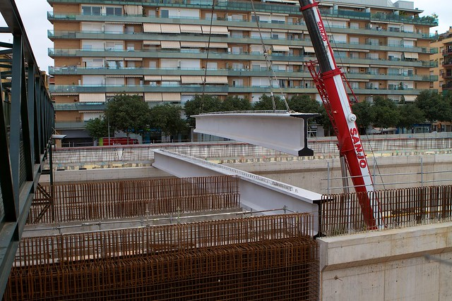 Colocación de vigas de 31 metros, las más largas para cubrir los viales de toda la obra - 26-07-11