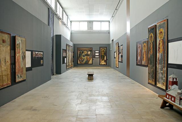 inside the fresco gallery