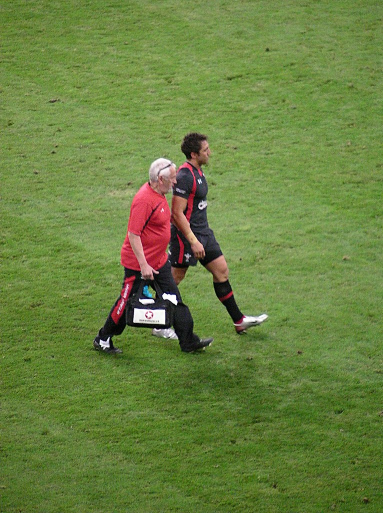 Wales v England RWC Warmup game-Gavin Henson going off with suspected broken wrist