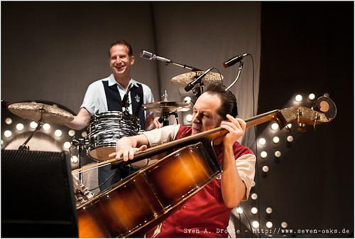 Matt L. Hanson (Martell Beigang) & Phil X Hanson (Felix Wiegand) / Dick Brave & the Backbeats