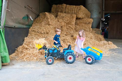 Anna en de tractor