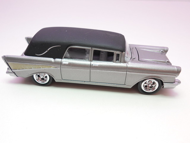 johnny lightning '57 chevy hearse silver(2)