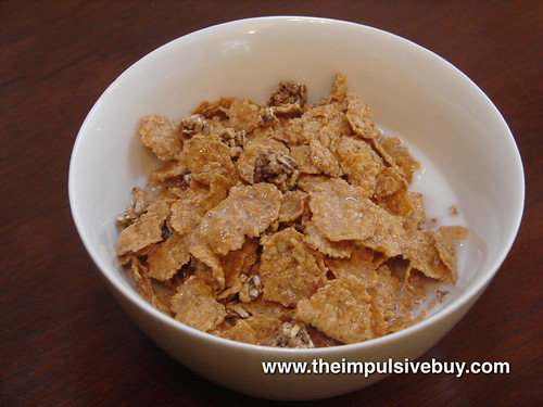 Kellogg's FiberPlus Antioxidants Caramel Pecan Crunch Bowl