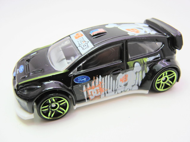 hot wheels '11 ken block ford fiesta (3)