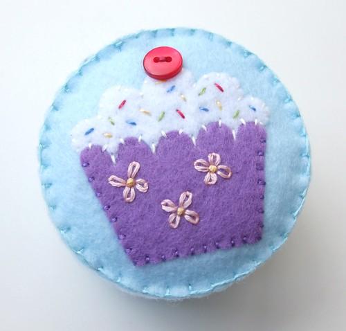 Felt cupcake pincushion tutorial