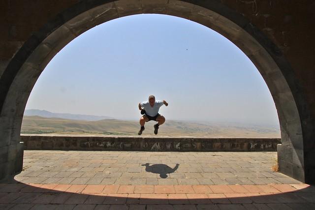 Arc de Charentes, Erevan, Arménie