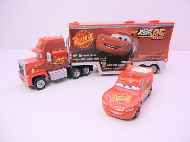 disney cars tomica mack & lightning mcqueen exclusive (3)