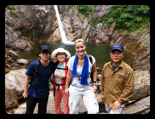 En las cataratas de Biryeong o del dragón con mi familia coreana ;)