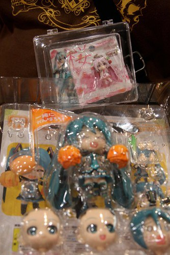 Nendoroid Hatsune Miku: Support version being unboxed